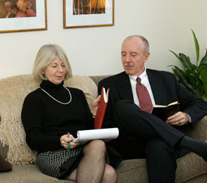 difference between counseling and psychotherapy essay Research finds that both individual and group therapy are relatively  the american psychological association offers this formal definition of psychotherapy.